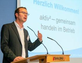 André Schönewolf am Redepult zur aktiv²-Tagung