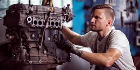 Mann Arbeit Motor