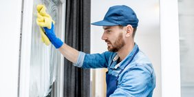 Mann Fenster Wischen Arbeit Arbeiter
