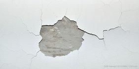 Wenn der Putz von der Decke bröckelt: Kein Einzelfall in Hessens maroden Schulen