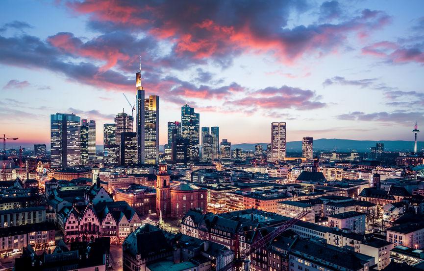 Frankfurt sonnenuntergang lila wolken stadt wohnen bau main