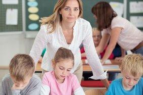 Lehrerinnen und Lehrer werden dringend gesucht in Hessen. Doch die aktuelle Besoldung sorgt nicht für genug Nachwuchskräfte.