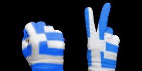 2 Hände mit Griechenlandflaggen Handschuh