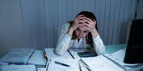 Stress Akten Frau