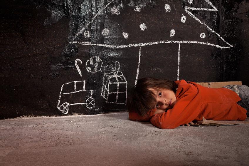Kind Weihnachten Armut Kinderarmut Feiertage traurig
