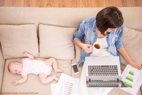 Teaser Mutter Homeoffice Kind arbeitstätig