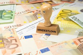 Stempel mit Mindestlohn Geld Finanzen Teaserbild
