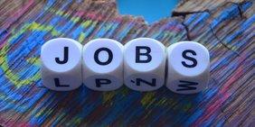 """Würfel bilden Schriftzug """"Jobs"""""""
