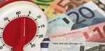 Foto einiger Geldscheine und Münzen